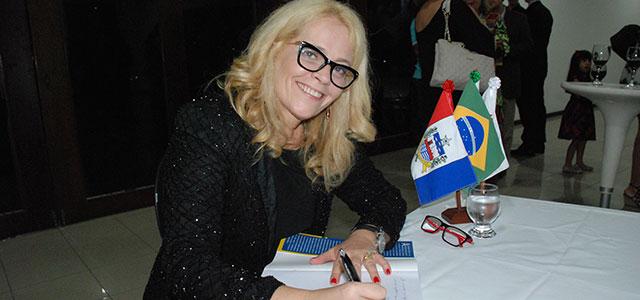 Procuradora Rosana Cólen lança livro sobre Previdência Social