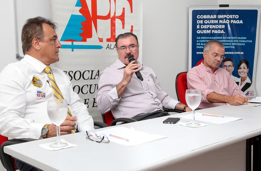 APE recebe Cícero Almeida em debate eleitoral