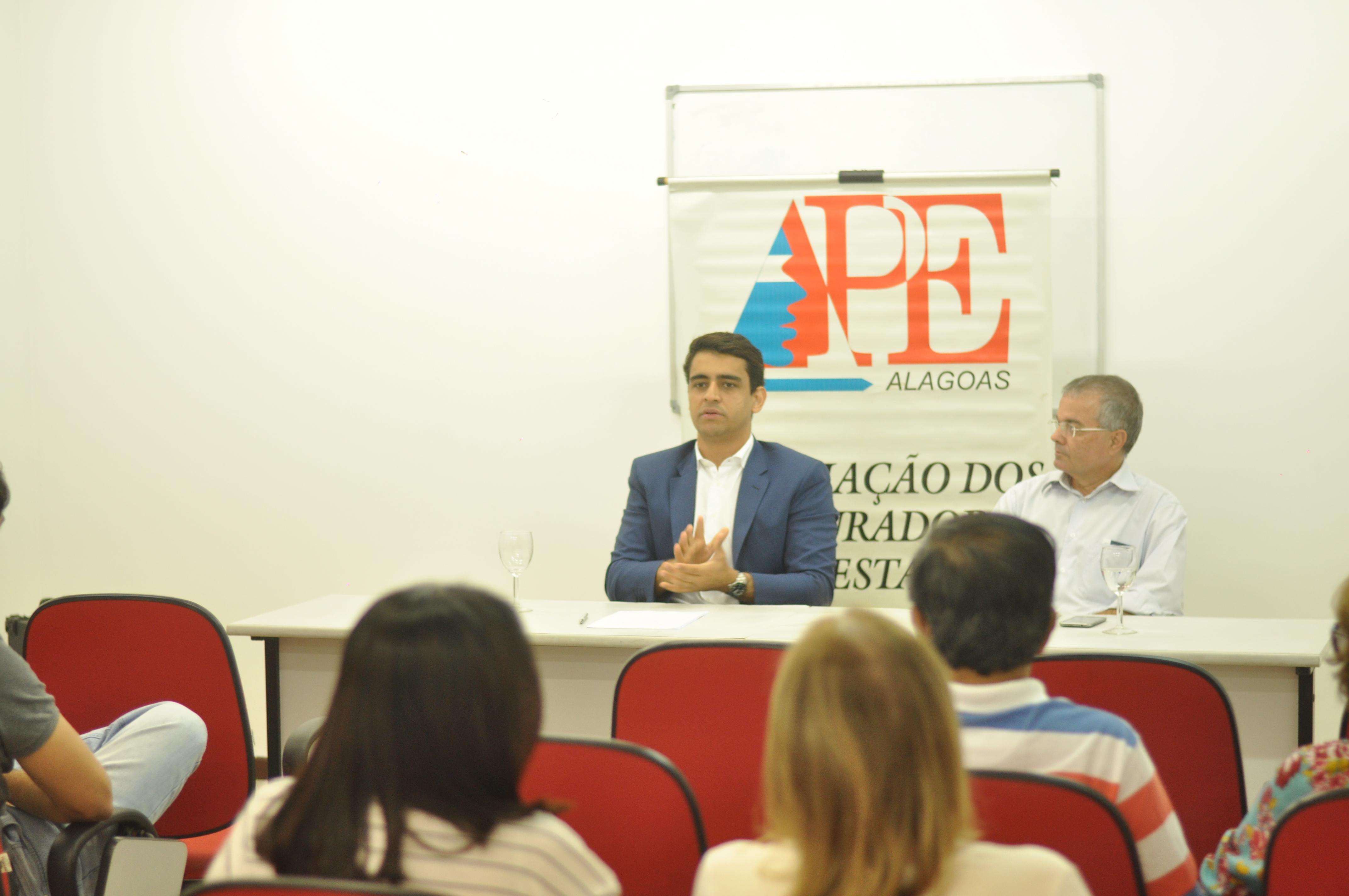 Candidato JHC participa de debate na APE