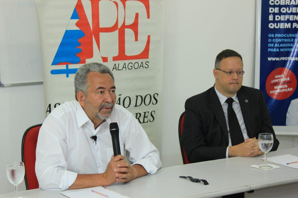Candidato Paulão (PT) e Marcos Savall, vice-presidente da APE