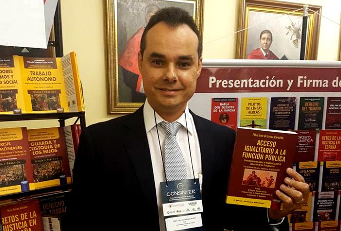 Procurador alagoano lança livro na Espanha