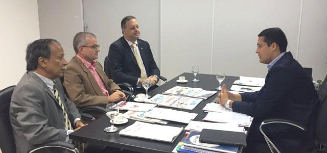 Diretoria da APE reúne-se com secretário Christian Teixeira