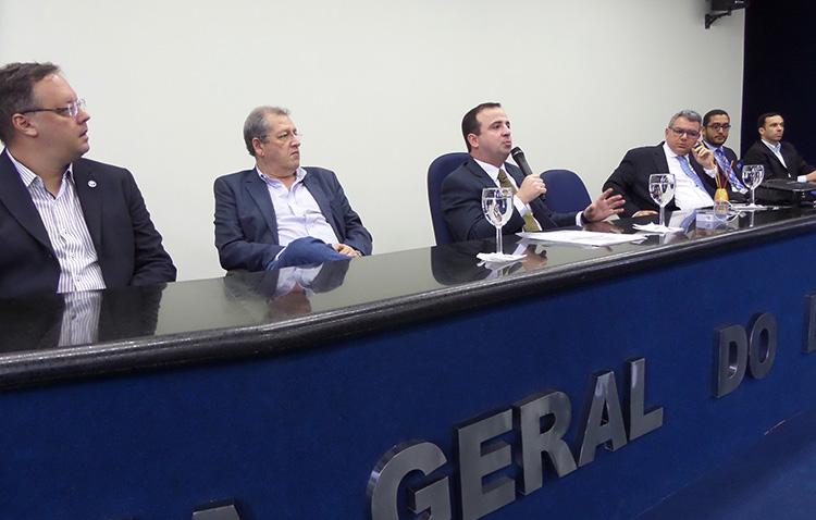 Palestra de Leonardo Carneiro da Cunha dá início à parceria entre APE e PGE