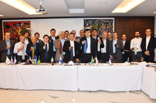 """APE/AL participa de """"gravataço"""" contra arbitrariedade de juiz"""