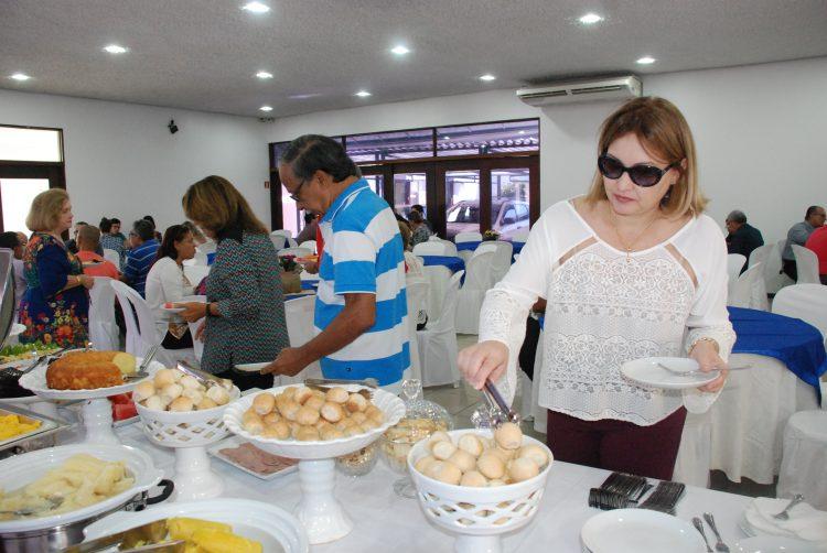 APE celebra Dia das Mães com café da manhã e presentes