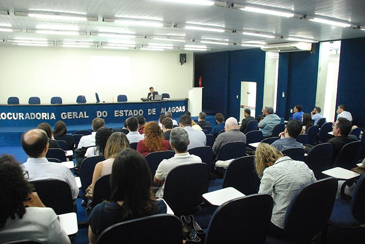 Teoria da decisão judicial e precedentes são temas de curso na PGE/AL