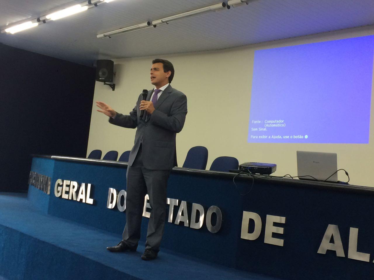 Curso em parceria APE-PGE debate negócios jurídicos na Fazenda Pública