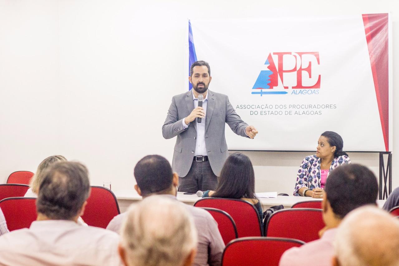 Basile inicia sabatina da APEcom os candidatos majoritários